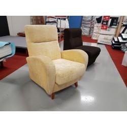Butaca baja tapizada amarilla